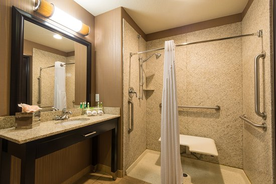 Holiday Inn Express Hotel & Suites Denver Northeast - Brighton: Convenient/Handicapped Roll-in shower