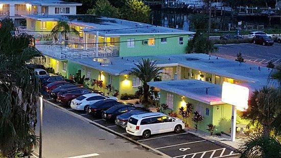 Brightwater Suites on Clearwater Beach : Gute Lage aber in 2. Reihe. Ist aber ok.