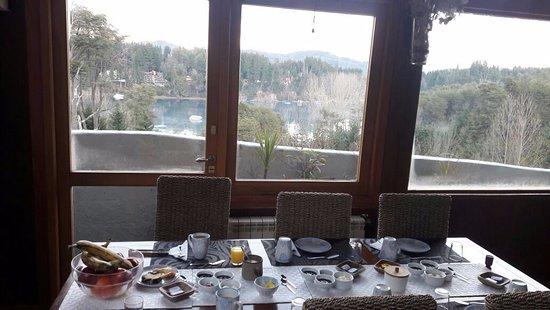 Las Ramblas de Puerto Manzano: Preparando el desayuno, no le hemos sacado fotos a la comida, pero puedo asegurarles que es exce