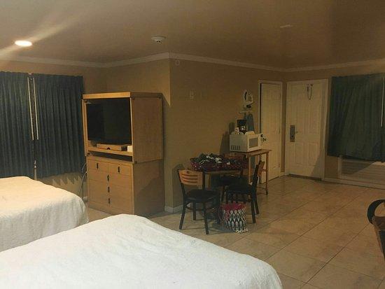 Everglades City Motel: IMG-20160805-WA0041_large.jpg