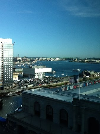 Seaport Boston Hotel: Sea port view
