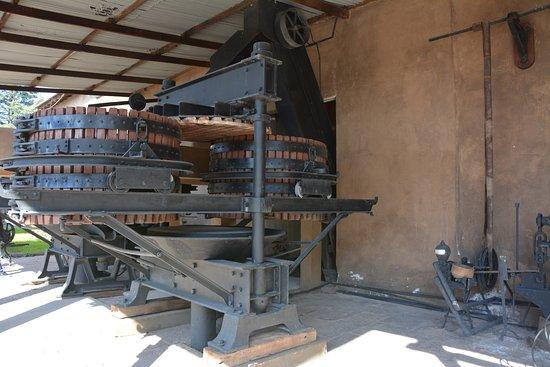 Coquimbito, Αργεντινή: Maquina antigua conservada en el lugar considerada de alta tecnologia para la epoca
