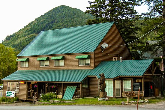 Glacier Highland Resort: The 6-unit (office building and rooms 32-37)