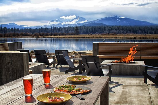 Black Butte Ranch, OR : Artisan pizza and microbrews at the Lakeside Bistro