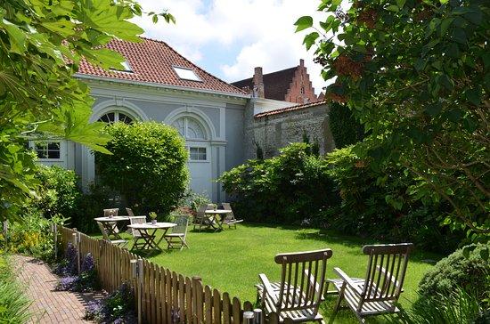 Hotel Patritius: Garden Area at Back of Hotel