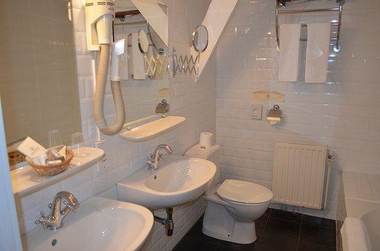 Hotel Patritius: Bathroom