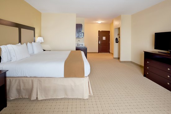 Holiday Inn Express & Suites - Georgetown: Executive Room