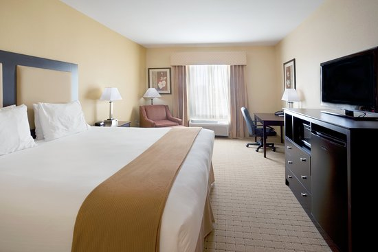 Holiday Inn Express & Suites - Georgetown: King Bed Guest Room