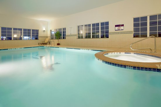 Holiday Inn Express & Suites - Georgetown: Swimming Pool at the Holiday Inn Express & Suites Georgetown