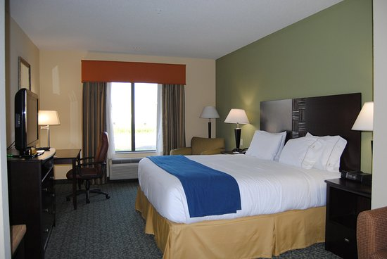Covington, TN: King Bed Guest Room