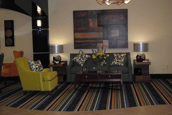 Holiday Inn Express Hotel & Suites Covington : Hotel Lobby