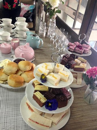 Airlie Day Spa & Hair Studio: Afternoon high tea at the spa :)