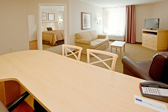 Candlewood Suites Houston, The Woodlands: One Bedroom King Suite Dining and Living Room