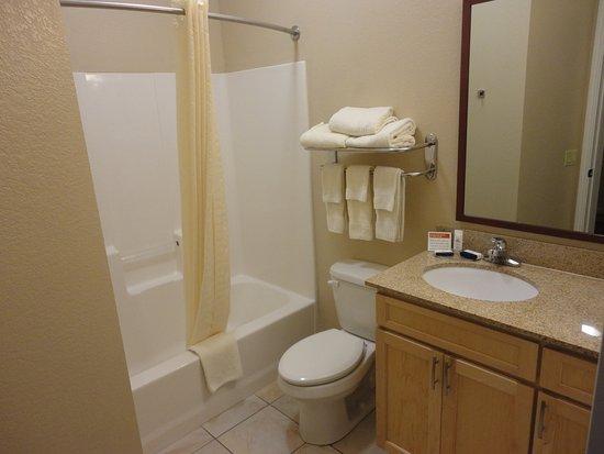 Candlewood Suites Houston, The Woodlands: Studio Suite Bathroom