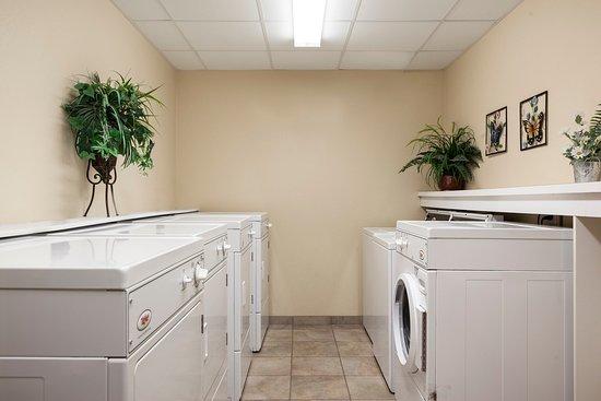 Candlewood Suites La Crosse: Guest Laundry