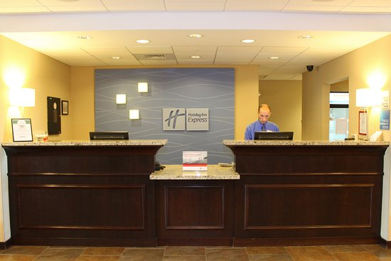 Holiday Inn Express Hotel & Suites Malone: Front Desk