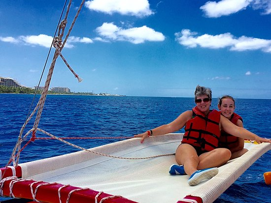 Hawaiian Ocean Adventures : Wife and younger daughter on the open seas.