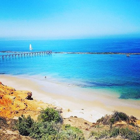 The port Noarlunga beach, jetty and reef is just a 3 minute drive from the Motel