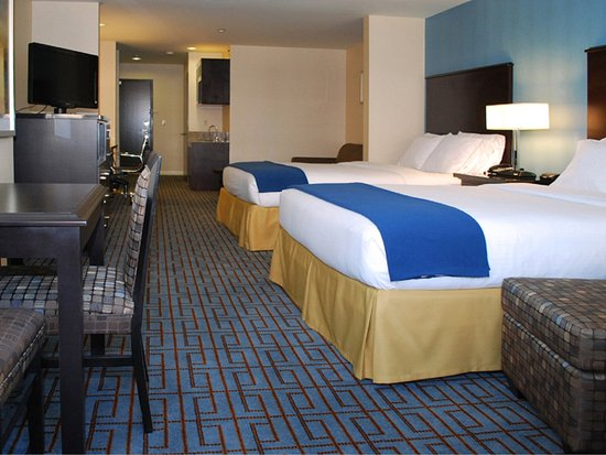 Holiday Inn Express - Los Angeles Downtown West: Additional 181 sq. ft with a sofa bed,refrigerator and microwave