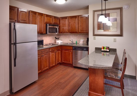 Staybridge Suites Omaha 80th & Dodge: In-Room Dining
