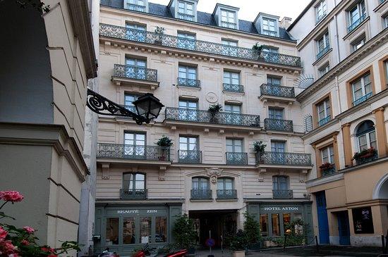 Aston Hotel Paris: Exterior