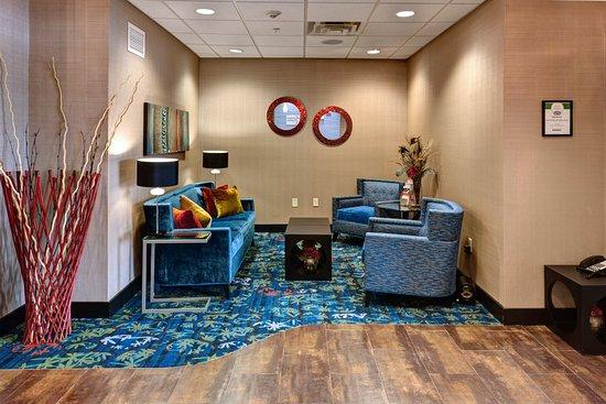 Holiday Inn Express Hotel & Suites Wichita Northwest Maize K-96: Hotel Lobby