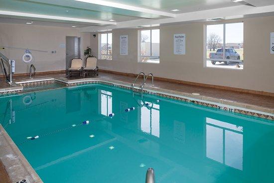 Holiday Inn Express Hotel & Suites Wichita Northwest Maize K-96: Swimming Pool