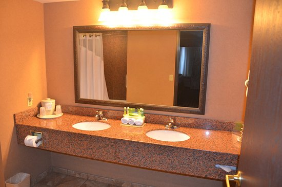 Donegal, PA: Suite bathroom with double sinks