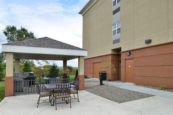 Candlewood Suites Elmira Horseheads: Guest Patio