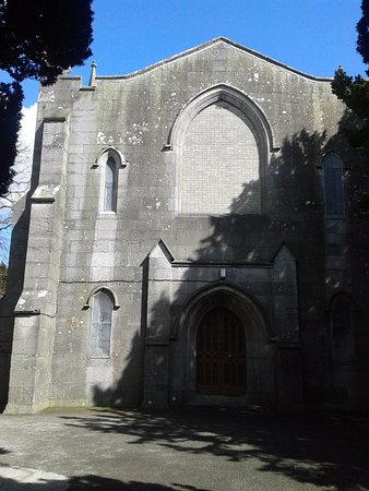St. Columbia's Church se halla junto a Swords Round Tower.