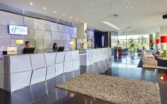 Holiday Inn Express Lisbon Alfragide: First time in town? Front Desk will help plan your visit