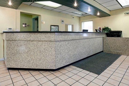Americas Best Value Inn: Lobby