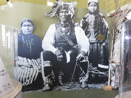 Museum of Ojibwa Culture: Ojbwa Chief Shoppenagons (the needles) and his wife and daughter