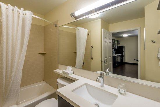 Del City, OK : One Bedroom King Suite Guest Bathroom