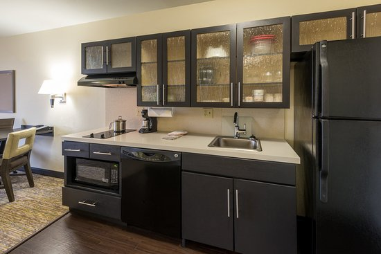 Del City, Оклахома: Studio Suite kitchen