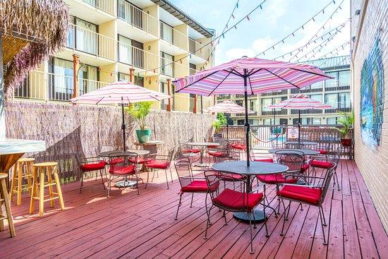 Clarion Hotel Richmond Central : Tiki Bar