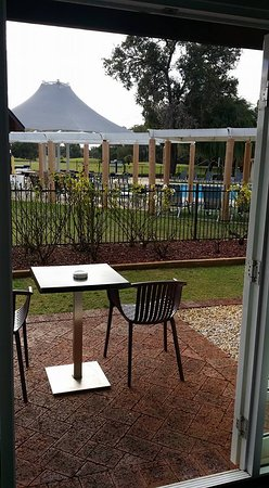 The Vines, Australia: lovely view of the pool from our private outdoor seating area
