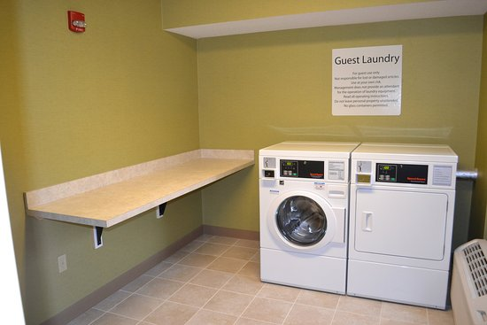 Holiday Inn Express Hotel And Suites Merrimack: Laundry Facility