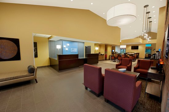 Holiday Inn Express Fredericksburg Southpoint: Front Desk