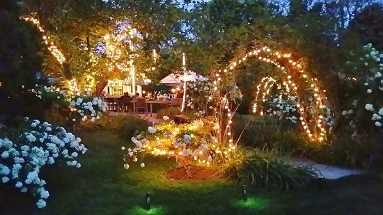 Alfresco Dining At The Carriage House Picture Of Carriage House Dining Room Gardens South Bend Tripadvisor