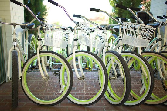 Irvington, VA: Tides Inn Bikes