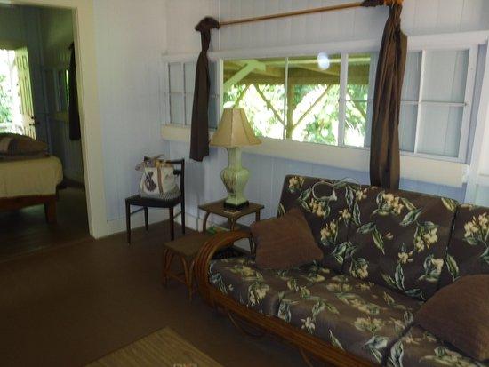 Kapoho Village Inn: Sitting room for Room 1