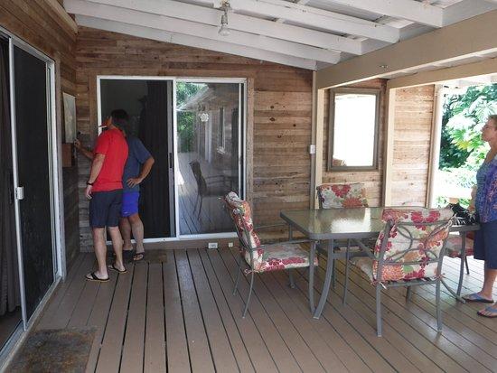 Kapoho Village Inn: Deck looking towards room 1
