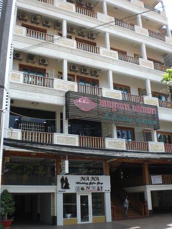 NaNa Hotel & Caffe Restaurant