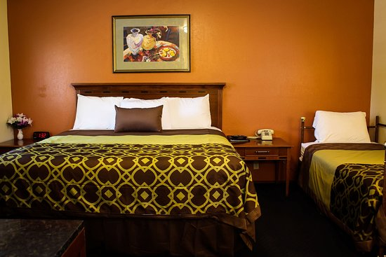 Willits, CA: Room 119 - One Bed & Twin
