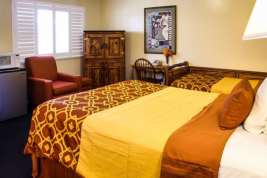 Willits, CA: One Bed & Twin