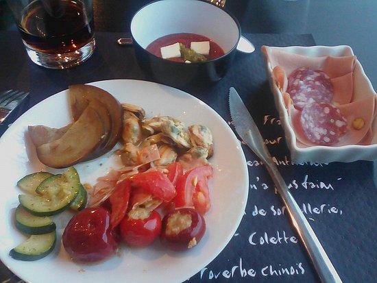 Serquigny, Francia: assiette d'entrée du buffet