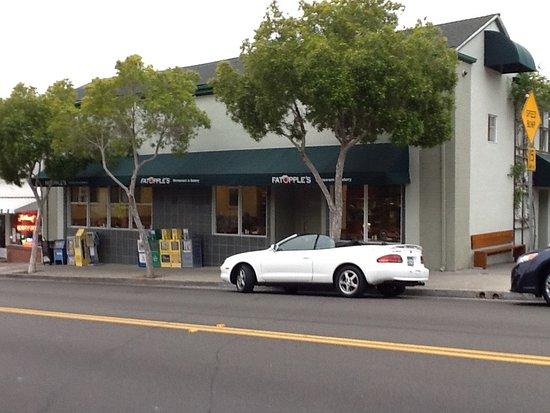 El Cerrito, Californie : Fat Apples restaurant. Parking in back.