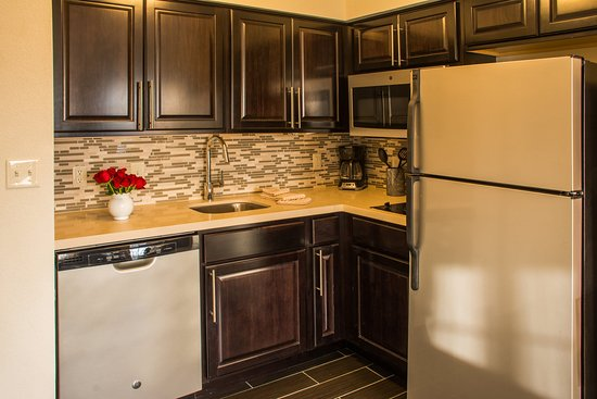 Staybridge Suites Schererville: Studio Suite Kitchen