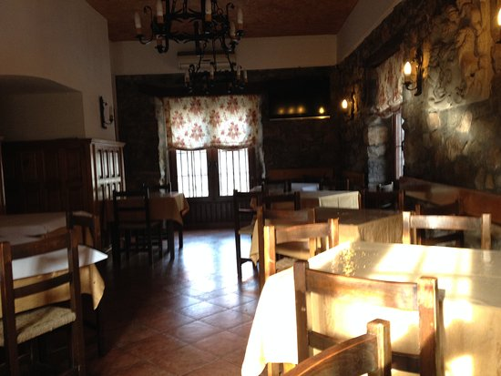 Alceda, Ισπανία: Speisenraum des Hostals